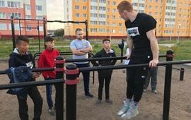 Занятия спортом в парке